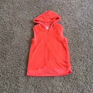 A pink soft vest meant for little kiddos👧